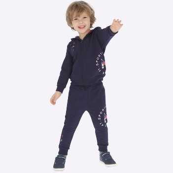 На что обратить внимание при покупке детских спортивных костюмов для мальчиков
